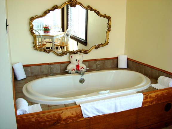 3rd Floor Mountain Paradise Room/Honeymooner's Suite - Jacuzzi for two - at Sky Chalet Mountain Lodge